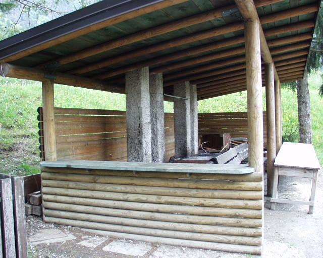 Struttura con tettoia per barbecue catalogo prodotti for Scivoli in legno per giardini